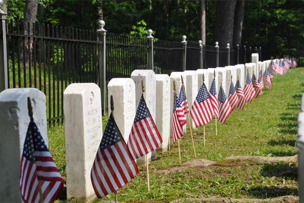 memorial flags 600x400