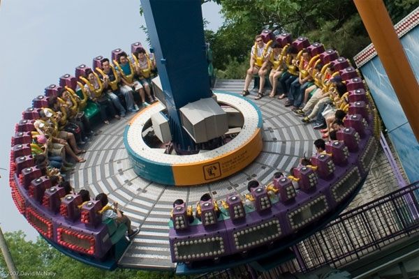 Amusement park ride 600x400