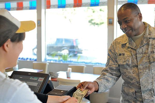 veterans day retail