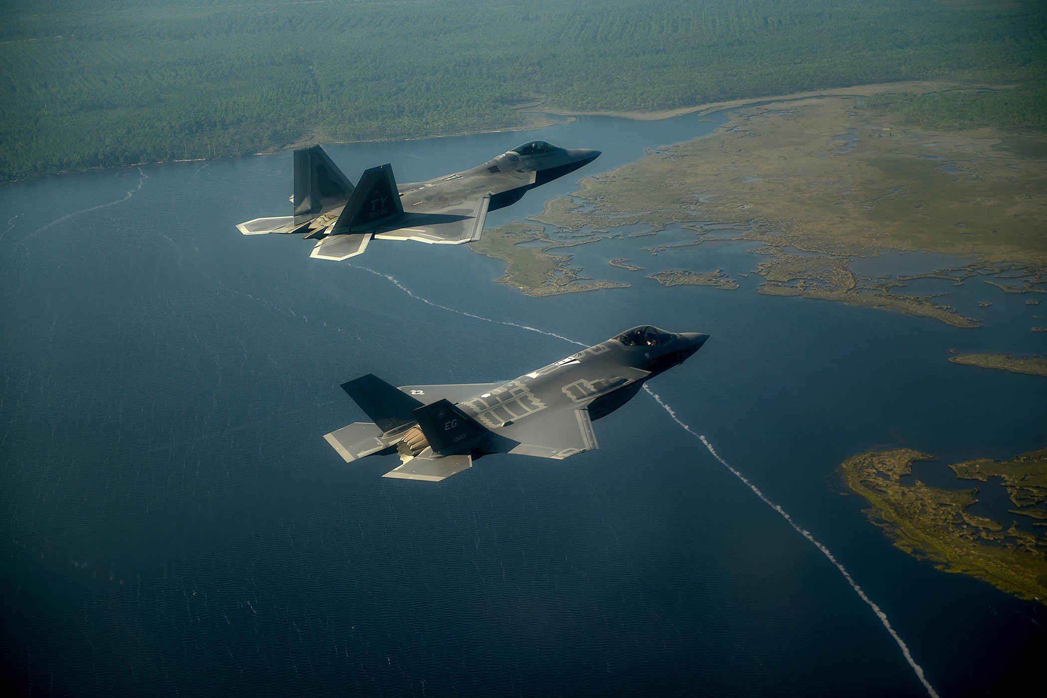 Air Force Sees Unique Challenges in Deploying Stealth Fighters |