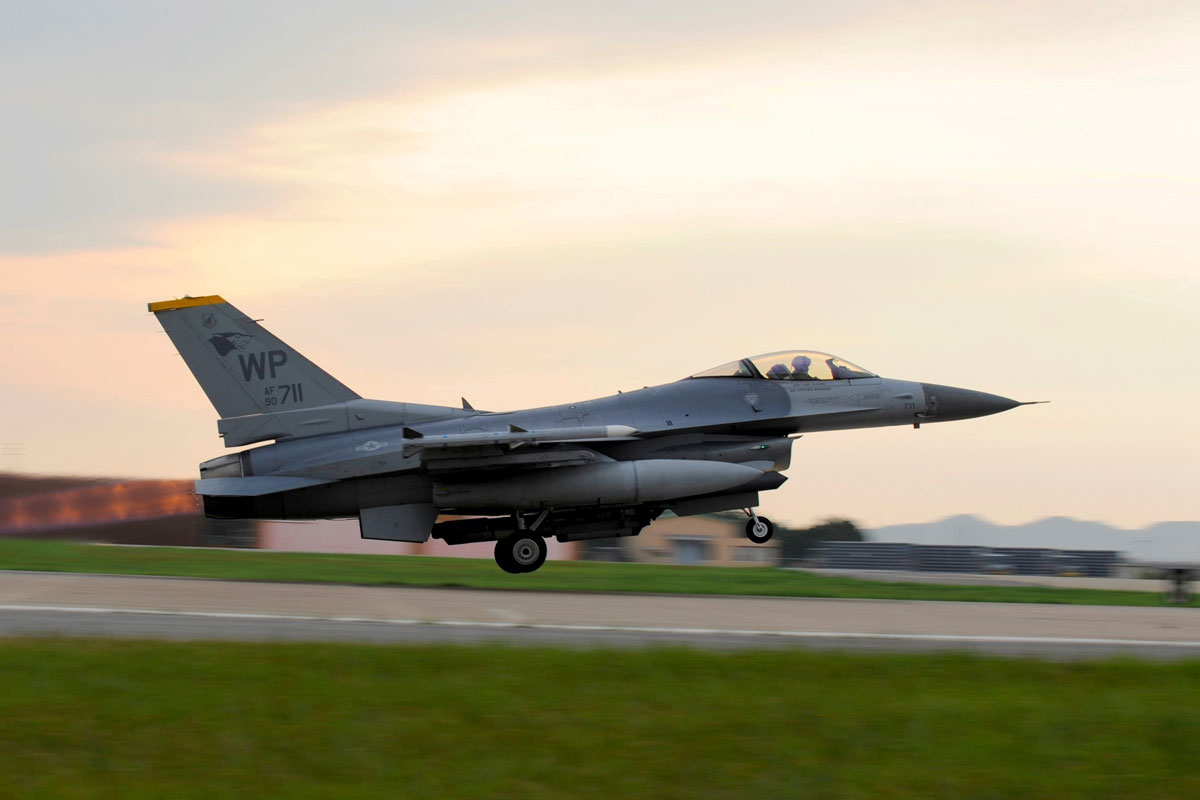 Air National Guard F-16 Crashes Near Washington, DC | Military.com