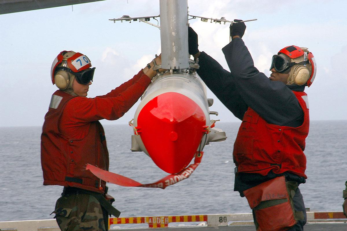http://images.military.com/media/equipment/ordnance/agm-84k-standoff-land-attack-missile-extended-range-slam-er/agm-84k-slam-er-003.jpg
