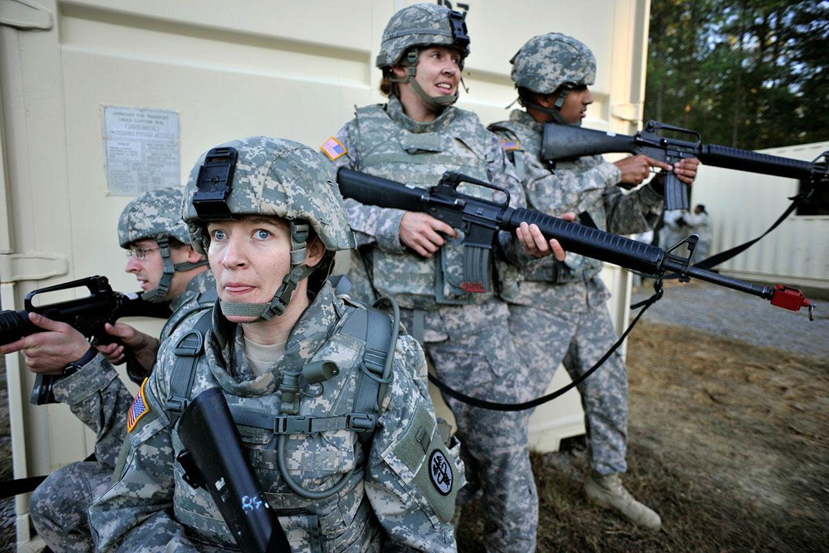 army where of uniform Die uniform setzt sich aus folgenden teilen zusammen: kopfbedeckung: eine geradflankige mütze, wie sie bereits 1943 als patrouille- bzw feldmütze bei der us army.