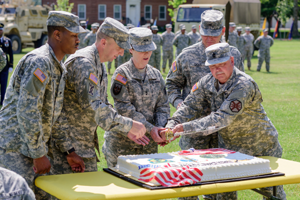 ArmyBirthdayCakeCutting