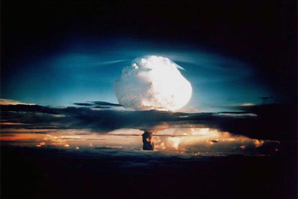 A thermonuclear explosion rises above Enewetak Atoll on New Year's Eve 1952. (DoD photo)