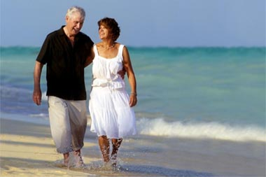 retired couple beach 380x253