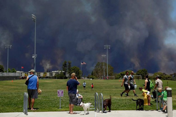 Families are evacuated from base housing on Marine Corps Base Camp Pendleton, Calif., due to California wildfires. (Photo DoD)