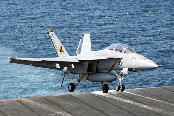 A F/A-18F Super Hornet lands aboard the aircraft carrier USS Bush after conducting strike missions against ISIL, September 23, 2014. (Mass Communication Specialist 3rd Class Brian Stephens/U.S. Navy)