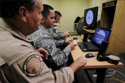 Airmen train on computers 428x285