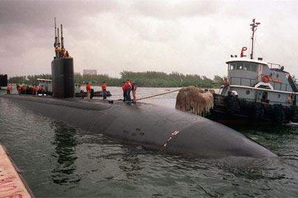 sub and tug 428x285