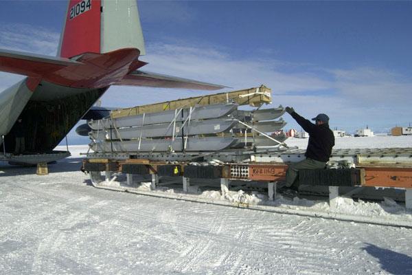 Loading equipment on LC 130 Hercules 600x400