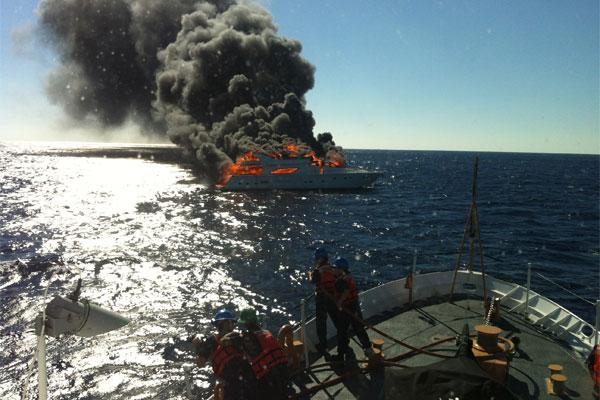 Yacht fire 600x400