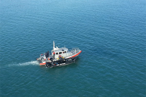 Coast Guard and Royal Canadian Mounted Police boatcrews 600x400