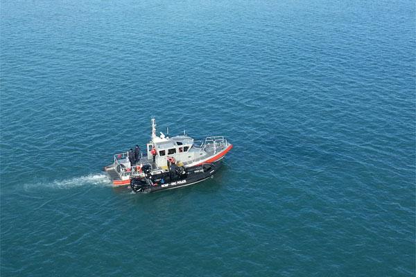 Coast Guard and Royal Canadian Mounted Police boatcrews 600x400