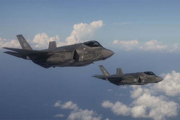 F-35 Lightning II joint strike fighter aircraft 600x400