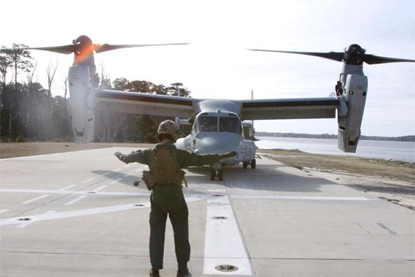 MV-22B Osprey on mock flight deck 600x400