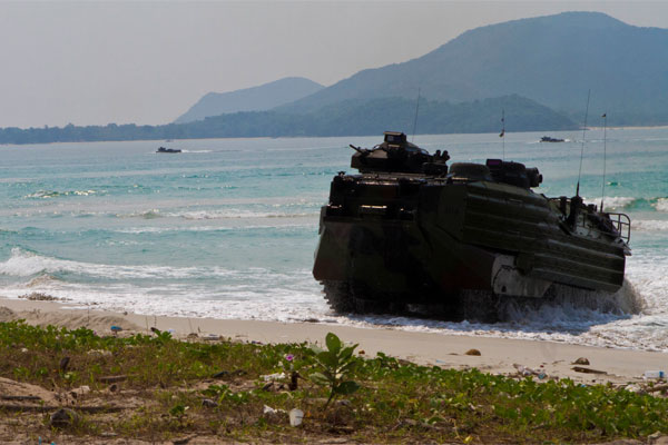 amphibious assault vehicle 600x400