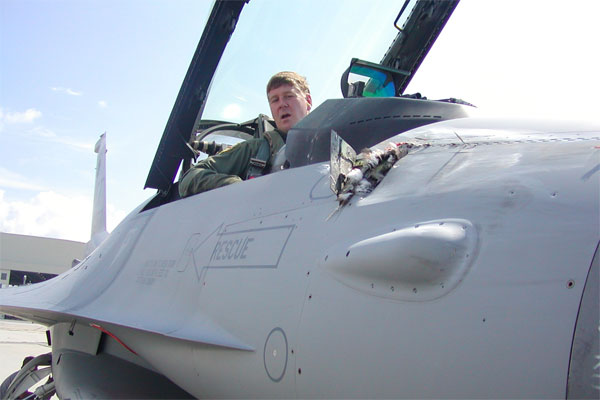 F-16 Fighting Falcon 600x400