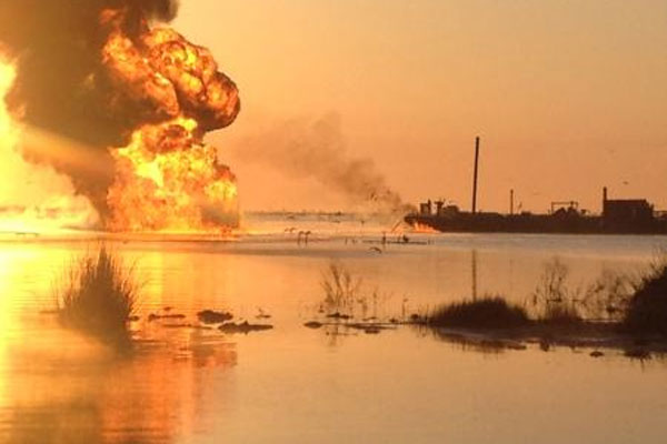 tug and barge allided with pipeline 600x400
