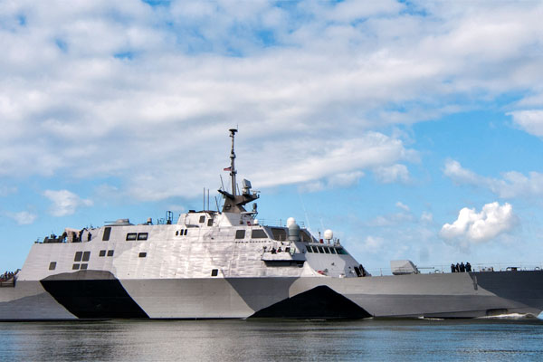 The Littoral Combat Ship USS Freedom (US Navy Photo)