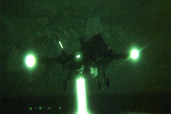 F-35B Lightning II night landing 600x400
