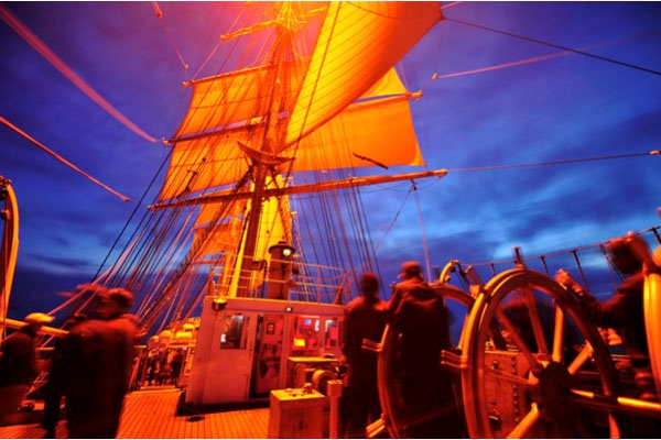CG Cutter Eagle at night 600x400
