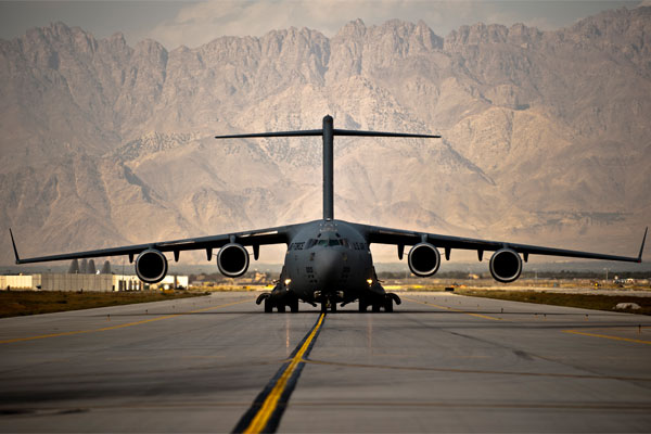 Air Force C-17 Globemaster III lands 600x400