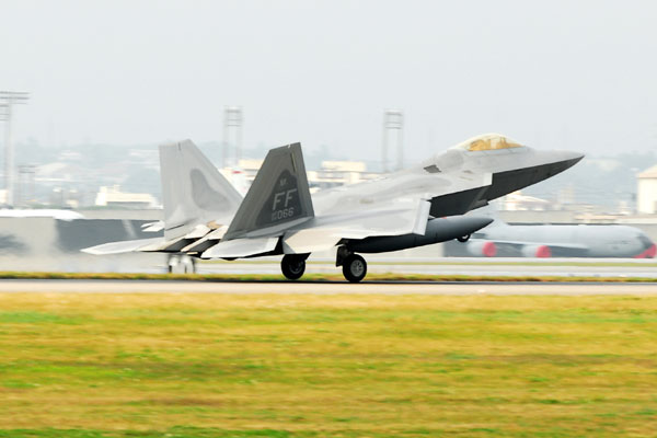 f22 takes off 428x285