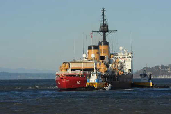Two tugboats escort Coast Guard Cutter Polar Star 600x400