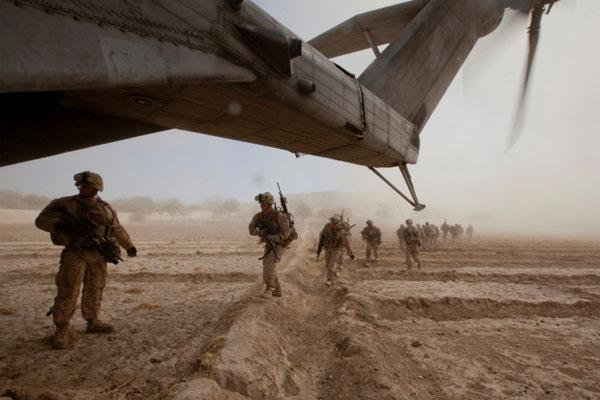 U.S. Marines run toward a CH-53E Super Stallion helicopter in Gurjat, Helmand province, Afghanistan, Oct. 28, 2013.
