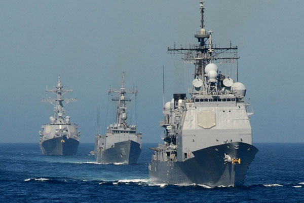 The Ticonderoga-class cruiser USS Mobile Bay (CG 53) leads the Oliver Hazard Perry-class frigate USS Curtis (FFG 38) and the Arleigh Burke-class destroyer USS Russell (DDG 59) in formation off the coast of Southern California (U.S. Navy photo)