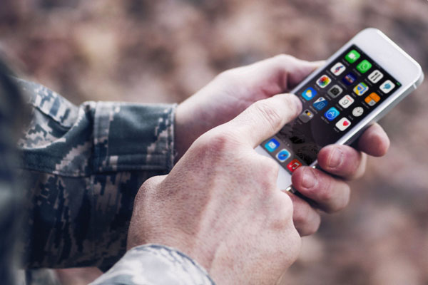 Soldier using iPhone 600x400