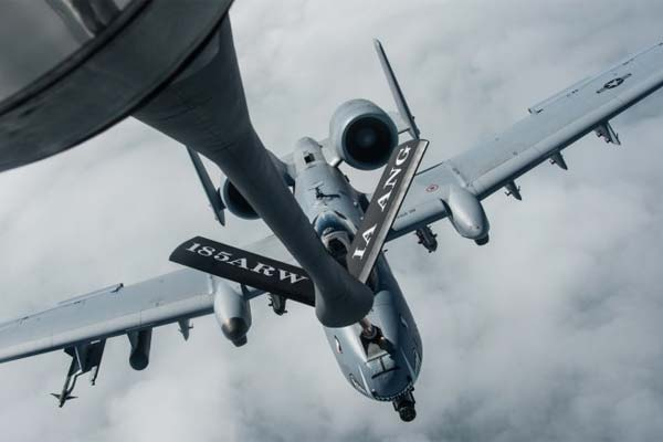 A KC-135 Stratotanker from the 185th Air Refueling Wing, Iowa Air National Guard, refuels an A-10 from the 442nd Fighter Wing during a training deployment at Amari Air Base, Estonia, July 26, 2015. (Photo: Missy Sterling/Air Force)