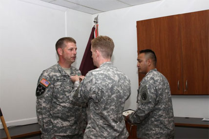 Soldier gets a medal 428x285