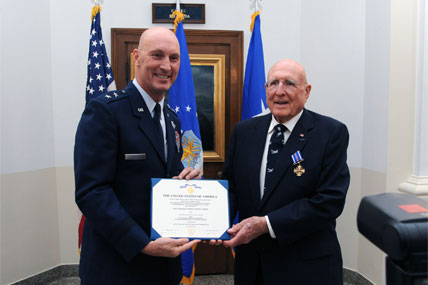 Vet awarded Distinguished Flying Cross 428x285