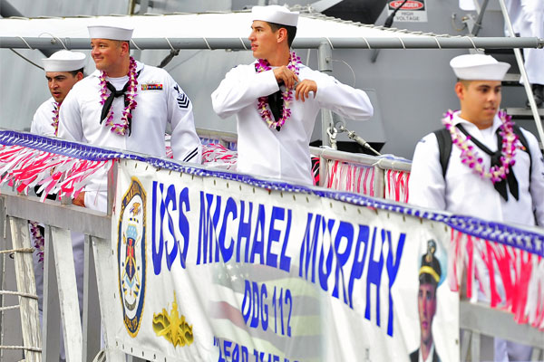 Sailors on USS Michael Murphy 600x400