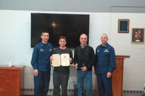 Coast Guard recognizes Good Samaritans 600x400