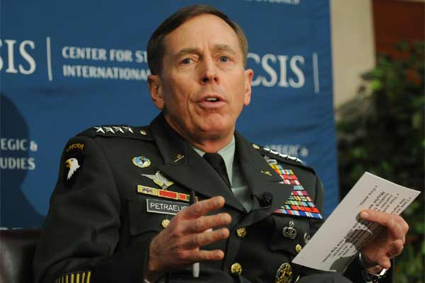 petraeus speaks 600x400