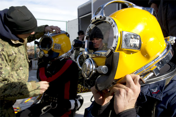 Navy divers 600x400