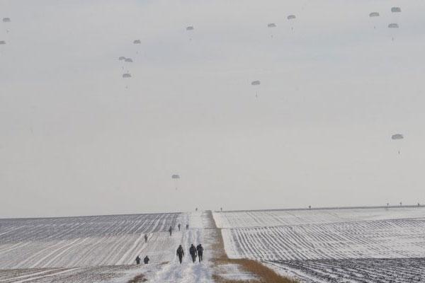 Paratroopers 600x400