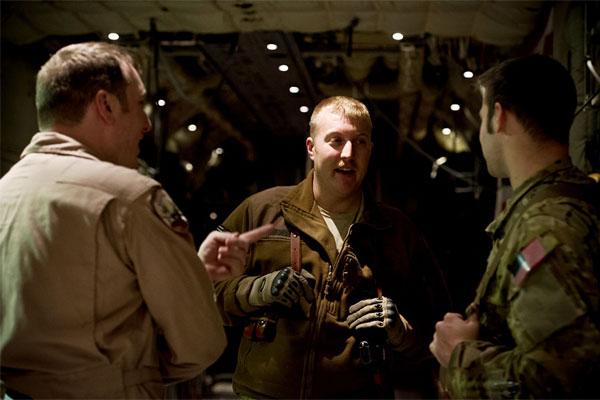 Airmen reunite 600x400