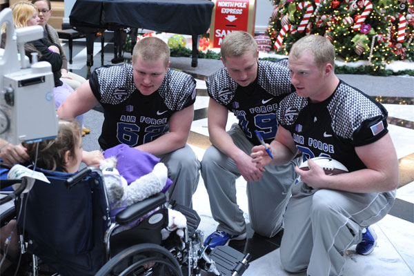 Air Force football players 600x400