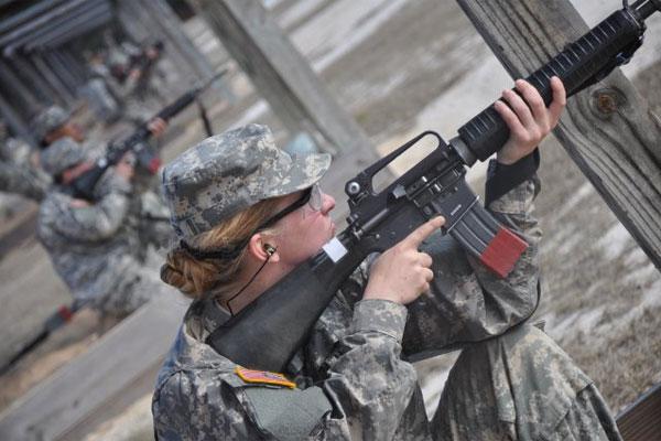 Army Pvt. Cicely Verstein practices marksmanship 600x400