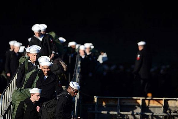 USS Dwight D. Eisenhower sailors 600x400