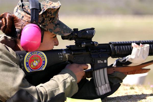 Cpl. Raquel Martinez fires an M16 A4 service rifle 600x400