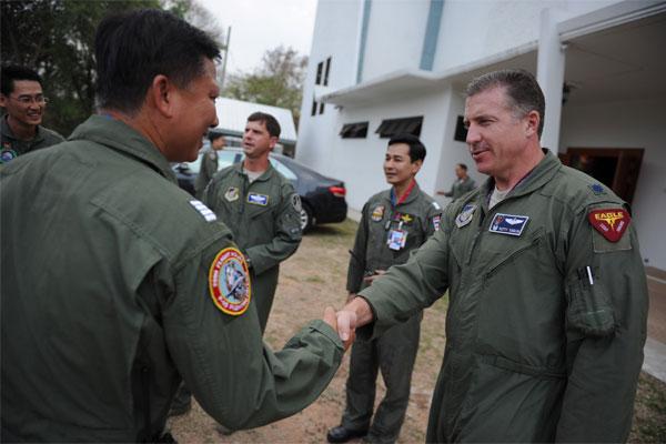 Lt. Col. David Eaglin greets Royal Thai air force 600x400