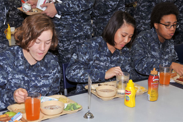 Navy Recruits eat lunch 600x400