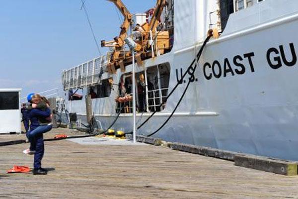 Coast Guard Cutter Vigorous homecoming 600x400