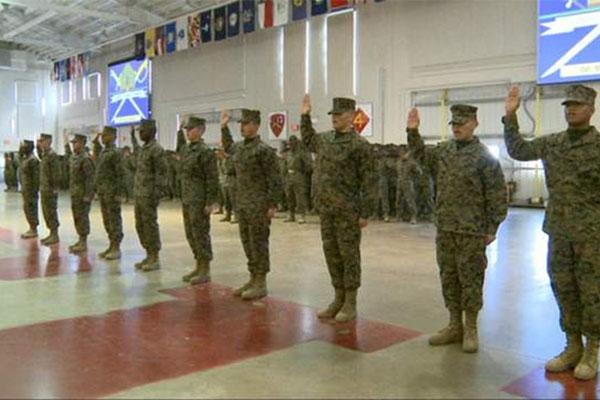Marines take the oath of citizenship 600x400