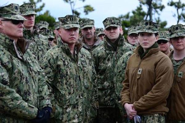 Coast Guard members in security briefing 600x400